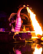 Disneyland-maleficent-dragon-400