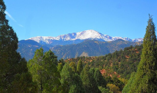 File:Pikes Peak.jpg