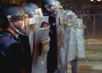 1x13 Riot-squad-2