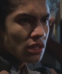 1x07 Lucas-gang-3