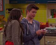 Max Texting Like Phoebe