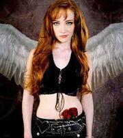 Hannah (Scarlett Pomers)
