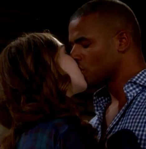 File:Mariah kisses Tyler.jpeg