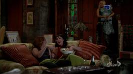 Sharon sees Mariah & Tessa being hooligans