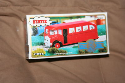 File:Bertie gold rail.jpg