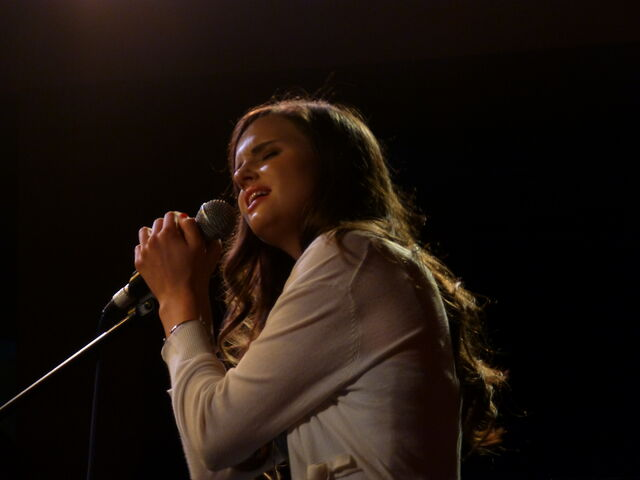 File:Tiffany on stage in London, 2013.JPG