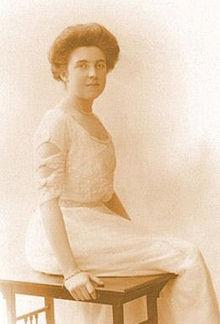 File:220px-Elsie Bowerman circa 1910.jpg