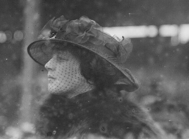 File:Madeleine Astor at Belmont Park 1915.jpg