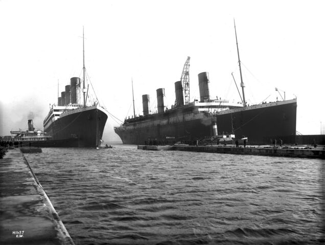 File:Olympic and Titanic-1-.jpg