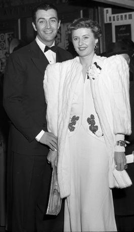 File:Robert Taylor and Barbara Stanwyck in 1941.jpg