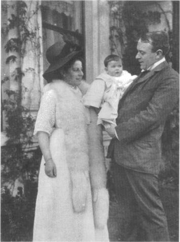File:Andrews Family 2.jpg