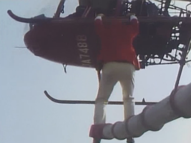 File:Robot Detective K Ep2 K-is-on-Helicopter-and-puts-bomb.png