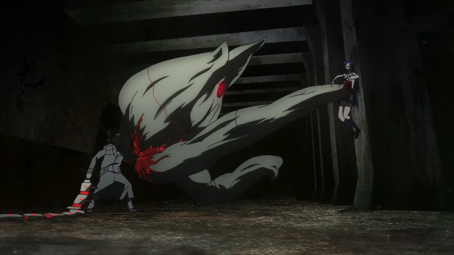 File:Kureo using both Ryouko and Fueguchi's Kagune to fight Touka.png
