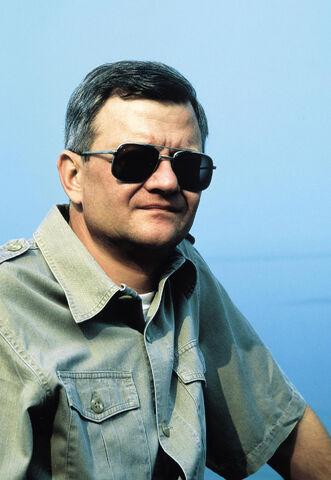 File:Tom Clancy.jpg
