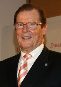 Roger Moore.1