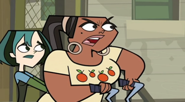 File:Leshawna goes after heather.png