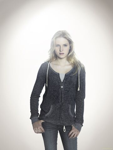 File:Amelia Robbins - Touch-S2-cast-002.jpg