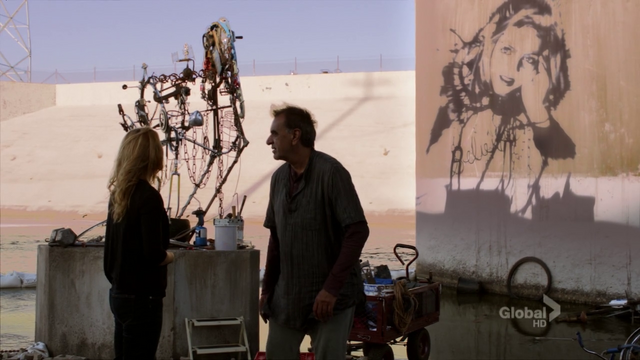 File:Sanjay Nayar sculpture for Lucy Robbins casting a shadow of Amelia Robbins image.png