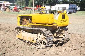 Caterpillar D2 sn 4U807 at Rudgwick 2010 - IMG 5031