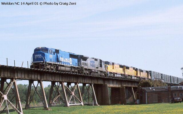 File:Cool CSX UP train.jpg