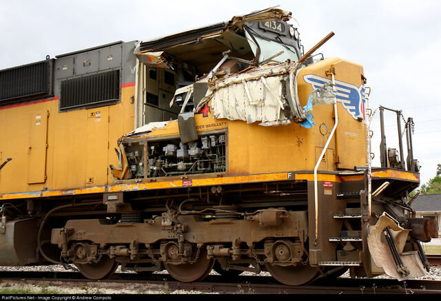 File:Wrecked UP SD70M.jpg