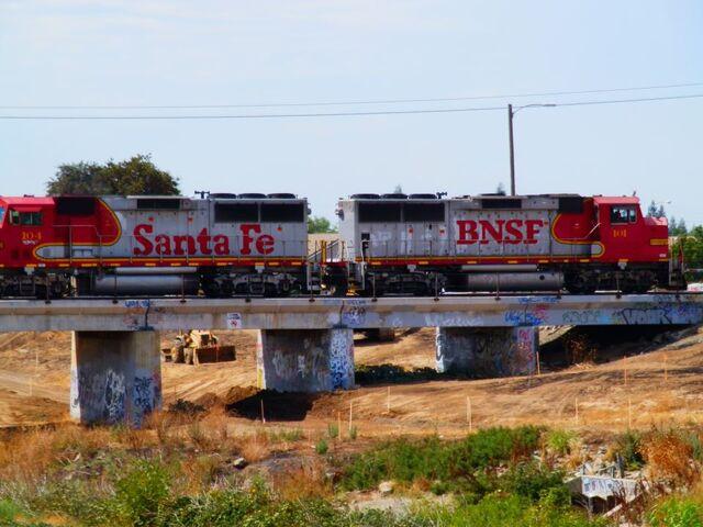 File:BNSF GP60M's.jpg