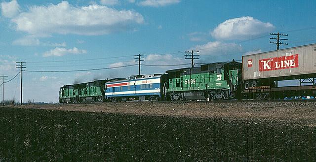 File:GE B32-8 Demonstrators.jpg