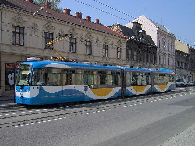 File:800px-Tram Vario LF3 Ostrava.jpg