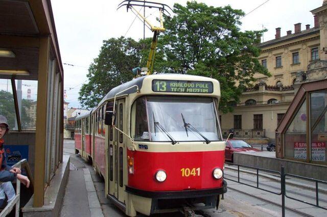 File:Brno, Hlavní nádraží, Tramvaj K2.jpg