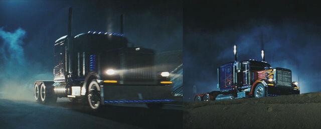 File:Movie Prime Trucklogomistake.jpg