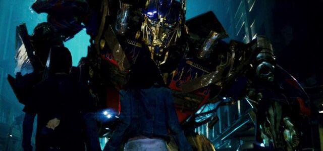 File:Optimus Meets Sam and Mikaela.jpg