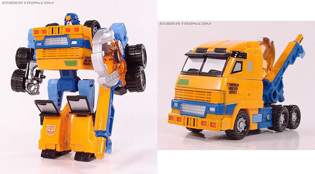 File:Botcon Huffer toy.jpg