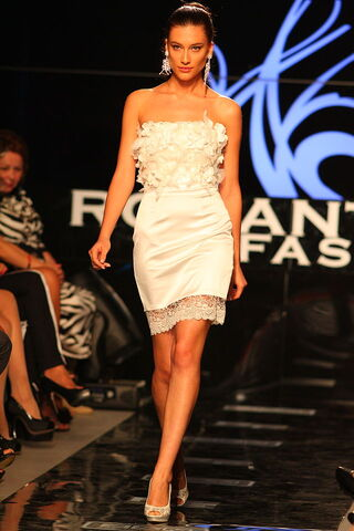 File:640px-Romantic fashion model.jpg