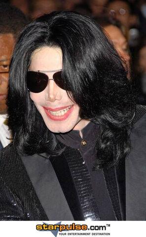 File:Michael Jackson-SPX-002352.jpg