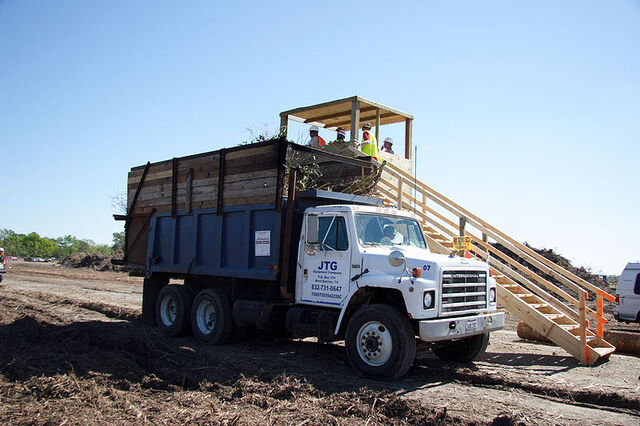 File:International-Harvester S-Series Dumptruck.jpg