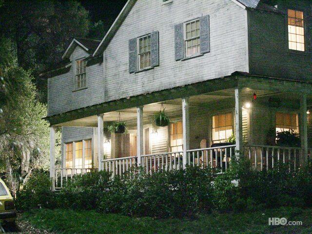 File:Outside-sookie-house-1024x768.jpg