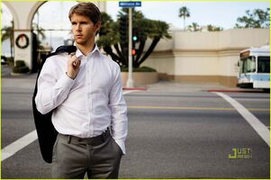 Ryan-kwanten-august-man-magazine-march-2010-09
