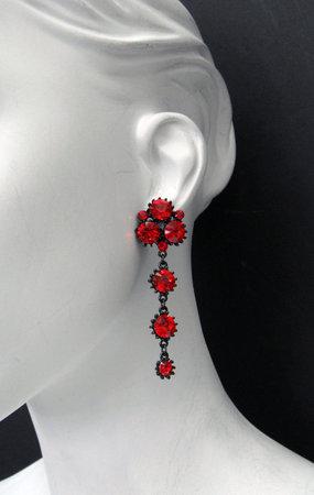 File:Marianna-harutunian-siam-swarovski-crystal-with-hematite-black-plated-dangle-earrings-profile.jpg