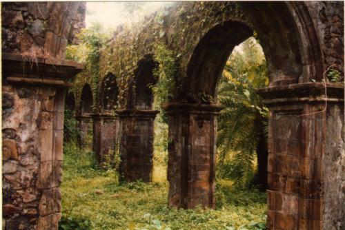 File:Vasai-fort-ruins.jpg