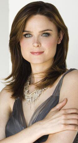 Emily Deschanel 11