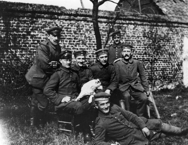 File:Bundesarchiv Bild 146-1974-082-44, Adolf Hitler im Ersten Weltkrieg.jpg