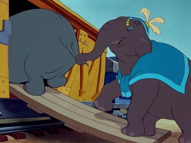 File:Dumbo 4.jpg