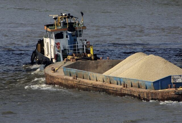 File:Thames gravel barge.jpg