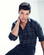 Taylor-TW-jacob-black-8151166-650-804
