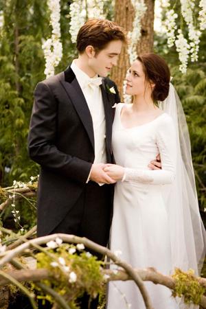 File:Breaking-dawn-wedding-dress-1.jpg