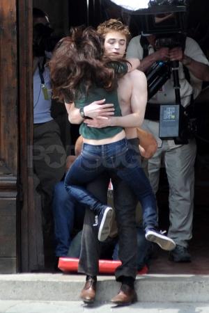 File:Stewart-pattinson-embrace.jpg