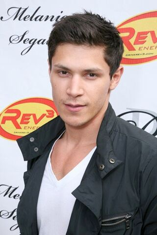 File:Alex Meraz.jpg