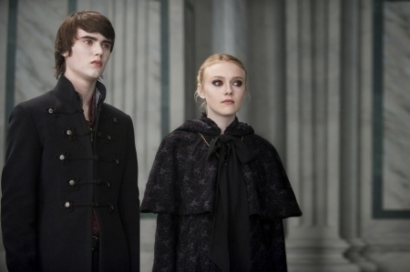 File:New-moon-still-alec-and-jane-of-the-volturi-9182897-450-299.jpg