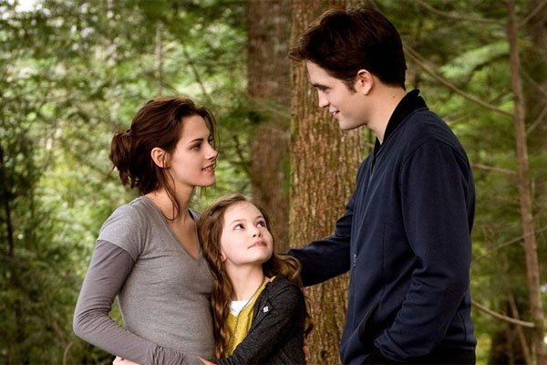 File:Mackenzie-foy-breaking-dawn-part-2-interview.jpg