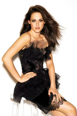 File:Kristen-2 Dec11 Kstewart gl 27oct11 Pr b 592x888.jpg